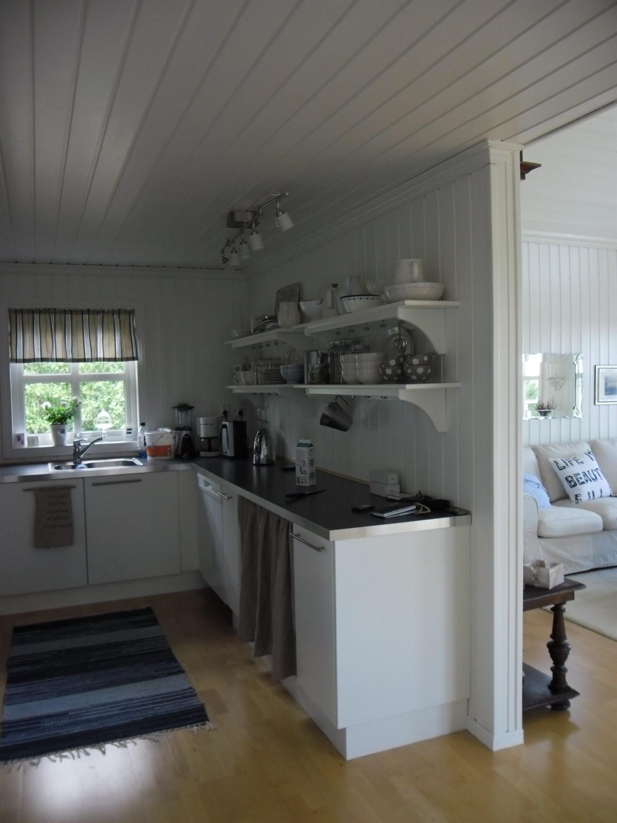 Hytte ved sjøen - tvedestrand - 3 200 000,- - Meglerhuset & Partners