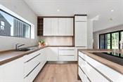 Stort kjøkken med god kvalitet og godt med skapplass