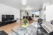 En lys 5-roms leilighet med solrik balkong.