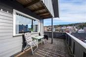 Syd- og østvendt terrasse med gode solforhold!