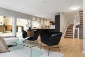 Herlig oppholdsrom med stor stue med svært god plass og enkle møbleringsmuligheter