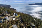 Velkommen til Strandveien, dette er en boligtomt med vakker utsikt og rusleavstand til sjøen.