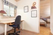 Tilknyttet hovedsoverommet er dette ekstra rommet som i dag brukes som kontor.