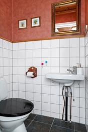 Praktisk med ekstra toalett plassert i boligens 1. etasje