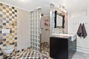 Bad med vaskerom i kjeller