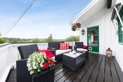 Fra stuen kan du bevege deg ut på verandaen