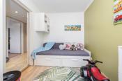 . Det andre soverommet er litt mindre og er perfekt som barnerom.