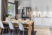 Kjøkkenet har en åpen løsning mot stuen. Kjøkkenet defineres av en moderne kjøkkeninnredning der de fleste hvitevarene er innbygget og brukervennlig plassert.