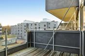 Romslig sydvendt og solrik balkong