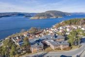 Fantastisk beliggenhet med vid utsikt over fjorden