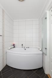 Flott badekar på badet