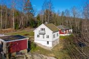 Fint beliggende bolig på skåra med kort avstand til handelsområdet på Gressvik/ Ørebekk