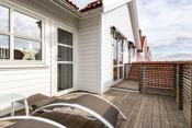 Skjermet og solrik veranda i 2. etg.