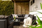 Skjermet solrik terrasse