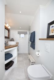 Bad 2 - Barnebad med vaskemaskin og dusjhjørne