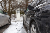 Det er både elbillader i medfølgende parkeringsplass og garasjeplass