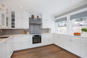 Romslig kjøkken med plass til både store og små kokker
