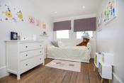 Soverom 4 - Romslig barnerom med rikelig med skapplass