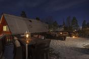 Usjenert og romslig terrasse med adkomst fra spisestue