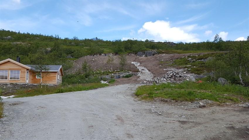 Anleggsvei opp til tomten.