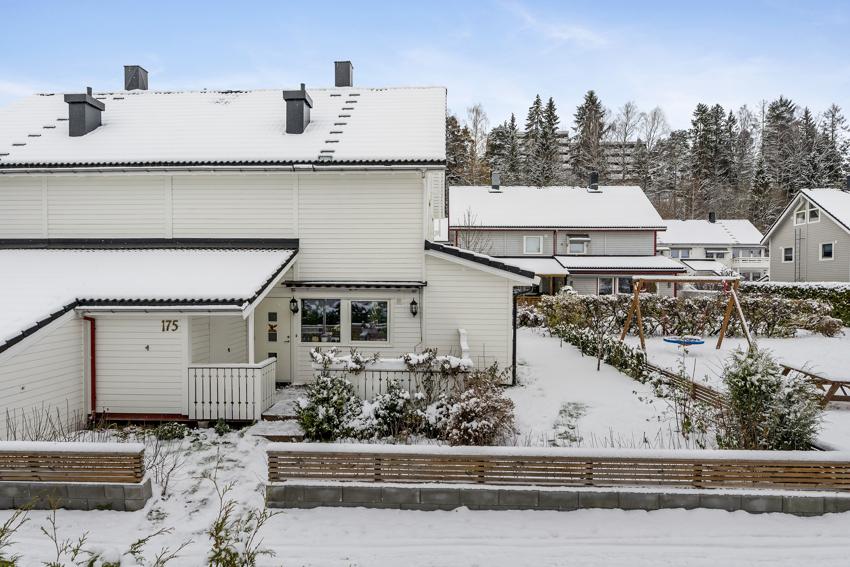 Halvpart tomannsbolig beliggende tilbaketrukket nær marka på Ellingsrud.
