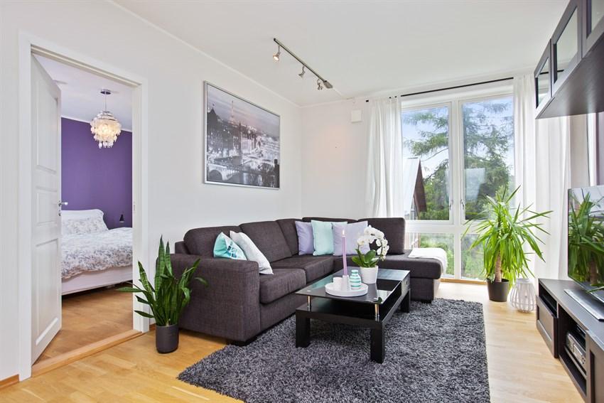 PROA Eiendomsmegling ved Ingrid Drevvatne har gleden av å presentere en lys og moderne 2-roms leilighet på Havstad. Leiligheten ligger svært fint til, og nyter godt av fantastiske utsiktsforhold uten sjenerende innsyn.