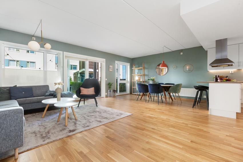 PROAKTIV Eiendomsmegling v/Ingrid Drevvatne (tlf 970 59 237) har gleden av å presentere denne svært innbydenede og innholdsrike 4-roms leiligheten ved idylliske Ranheimsfjæra.