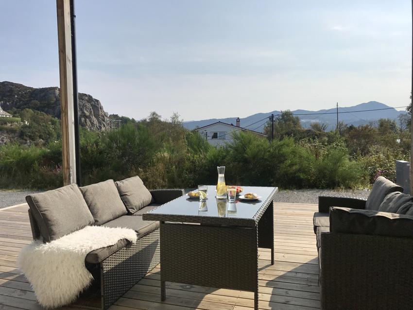 Proaktiv Eiendomsmegling - Stor terrasse med gode solforhold