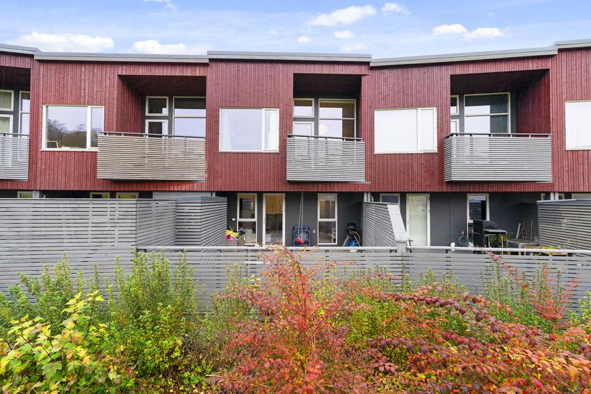 Proaktiv Eiendomsmegling ved Bjarne Edland har for salg Fiolveien 80 i Solbakkane