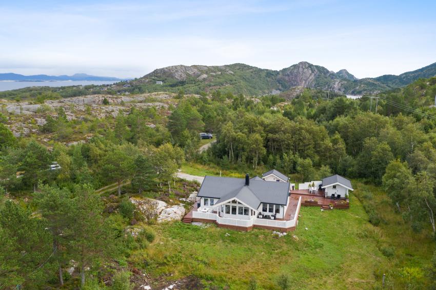 Velkommen til Slettvika i Agdenes - En flott fritidsbolig med nydelig utsikt, gode solforhold, 2 bad og 4 soverom