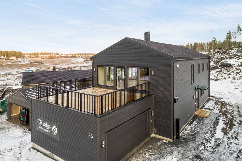 Granåsen 26, stor og innholdsrik enebolig (259 kvm BRA) med integrert garasje. Stor og solrik terrasse.