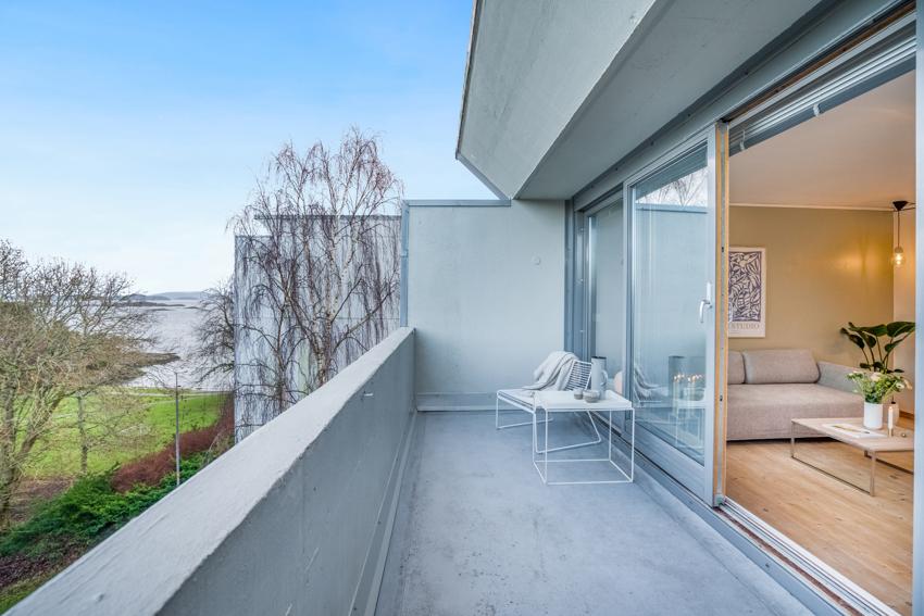 PROAKTIV - ROSENLI - Lys 2-roms brl-leilighet med god planløsning og balkong. Sportsbod og parkeringsplass. Lave felleskostnader.