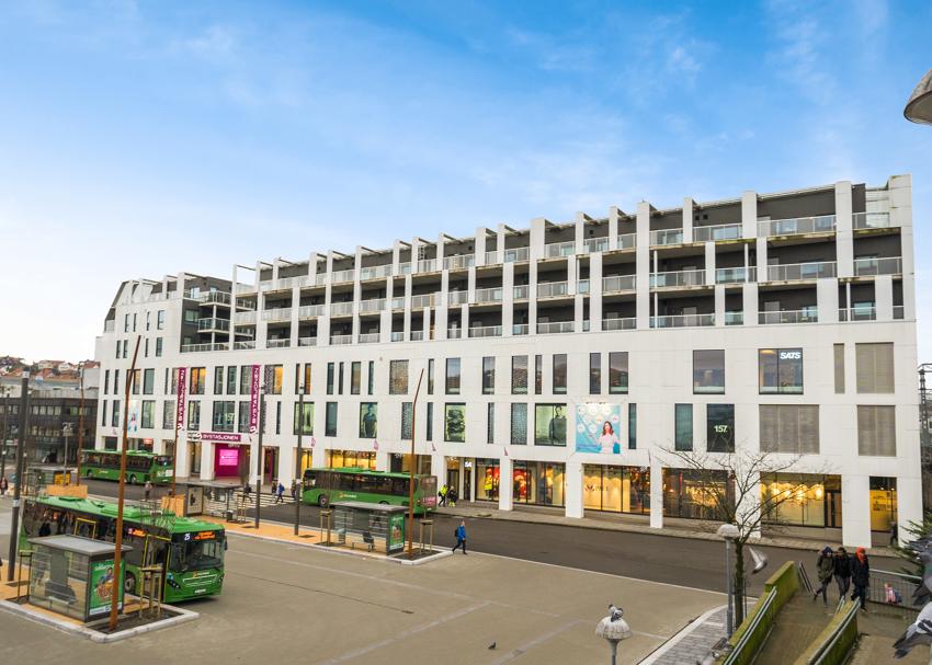 PROAKTIV - SANDNES SENTRUM - Meget pen 3-roms selveier (89 kvm) med høy standard og god planløsning, heis og garasjeplass