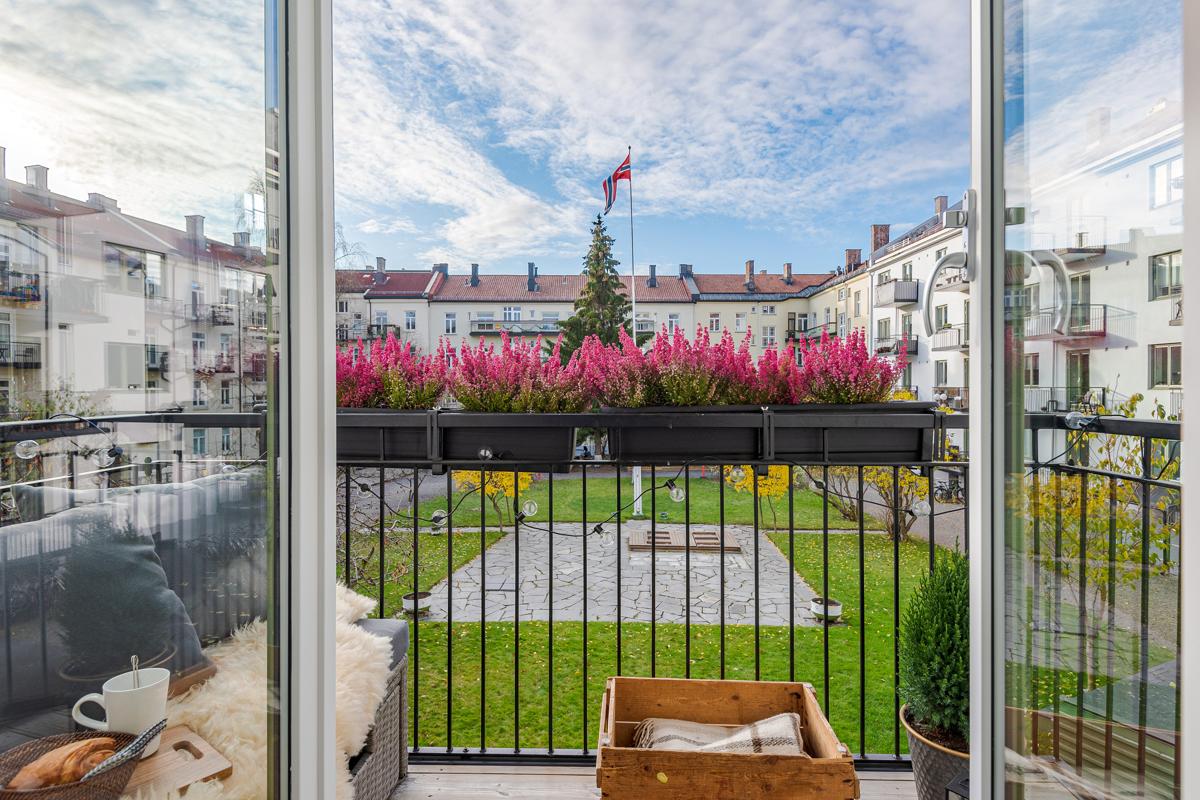 Velkommen til Sagene og Grimstadgata 23 F! Dette er en gjennomgående attraktiv og lys 3-R med store, lyse og luftige rom og god planløsning.