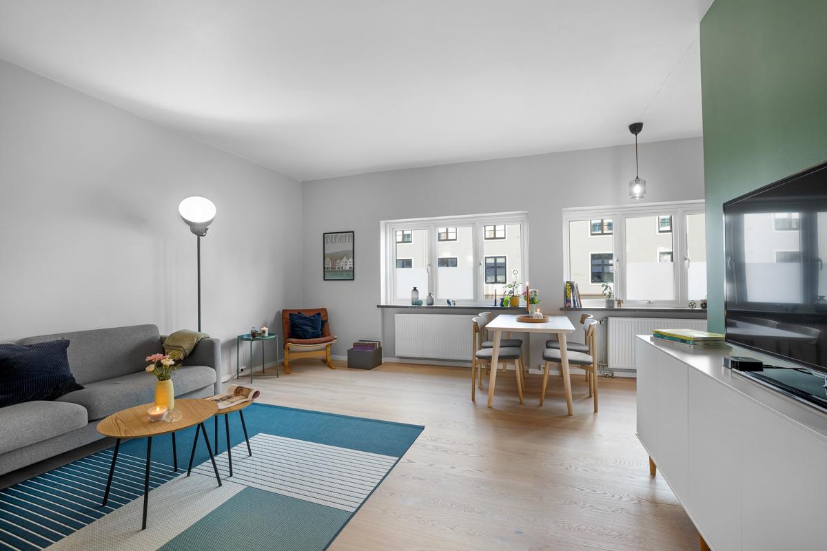 Lys og innbydende 3-roms leilighet med arkitekttegnede løsninger fra 05/06.