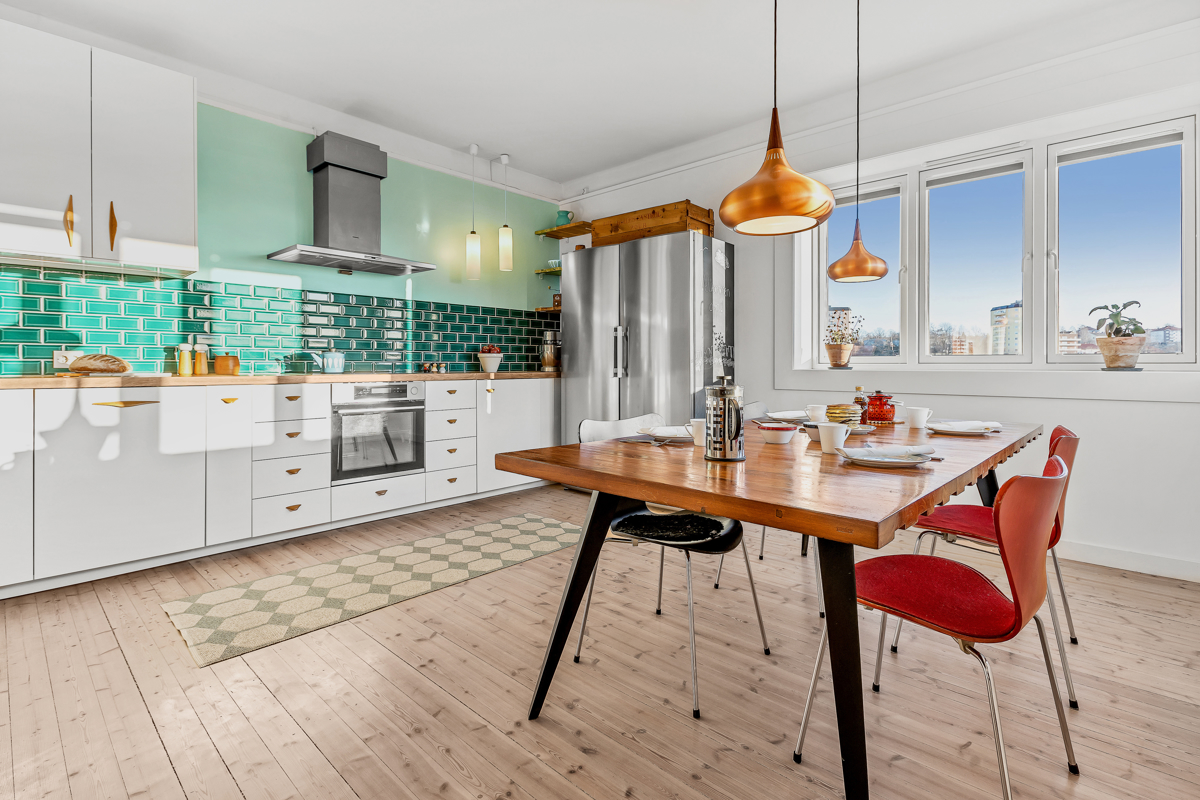 Torfinn Sørvang (977 59 812) ved Schala & Partners har gleden av å presentere denne flotte topp-/hjørneleiligheten i Christian Michelsens gate 17A!