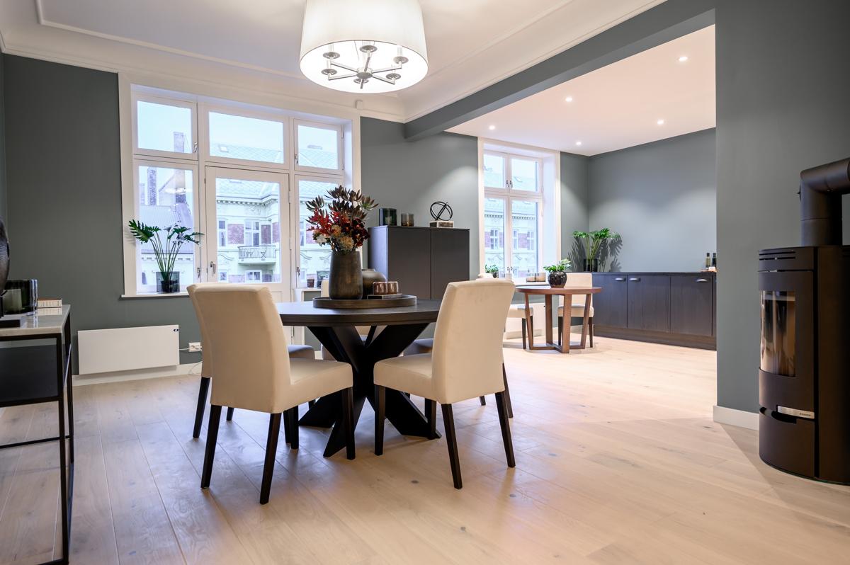 Kjerstin Falkum (922 04 707) ved Schala & Partners har gleden av å presentere denne lekre leiligheten i Sorgenfrigata 5!