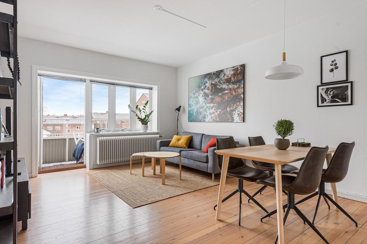 Steffen Usterud (924 99 143) ved Schala & Partners har gleden av å vise og presentere denne flotte leiligheten i Ola Narr 11!